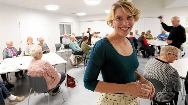 Jannie Fjordside gæstede tirsdag aften Sognets Hus med et foredrag om debutromanen 'Tilbage til Transkei'. Foto: Allan Mortensen
