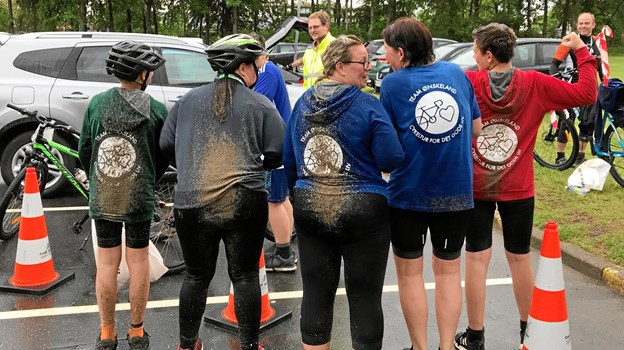 Humøret var højt, selv om alle var både beskidte og gennemblødte ved ankomsten til Fjerritslev i Tour de Jammerbugt etape 3.