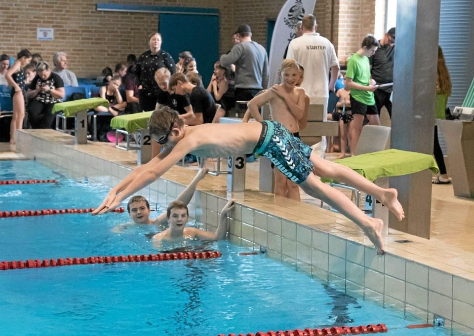 Januar: For første gang i 18 år afviklede Sindal Svømmeforening det store svømmestævne Flipper Cup med deltagelse af 157 svømmere fra 6 forskellige nordjyske klubber. Foto: Niels Helver