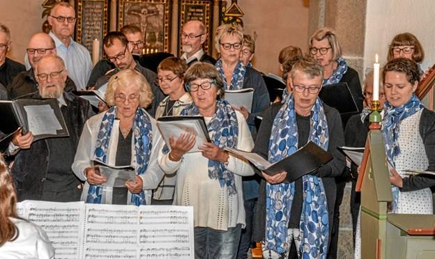 Aggersborg Gospelkor fyldte kirkerummet med dejlig gospelsange onsdag aften. Foto: Mogens Lynge Mogens Lynge