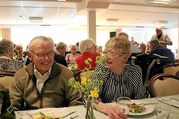 Arne og Inga Præcius, der begge har rundet de 80 år, nyder her festen. Foto: Tommy Thomsen Tommy Thomsen
