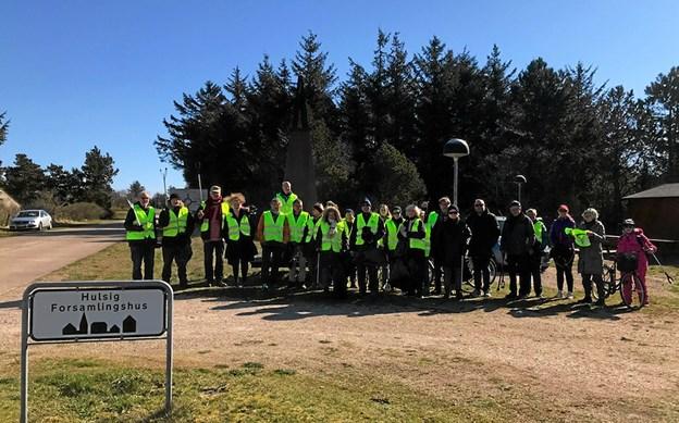 27 Hulsig-borgere var bevæbnet med gule veste, affaldsgrabbere og affaldsposer. Foto: Niels H. Bünemann