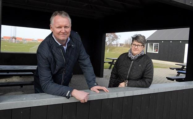 Lars Tesgaard og Lis Jensen fortæller, at interessen for at campere på stadion for alvor har taget fart i år.  Derfor har de også besluttet, at investere i strøm til 50 af pladserne. HENRIK LOUIS