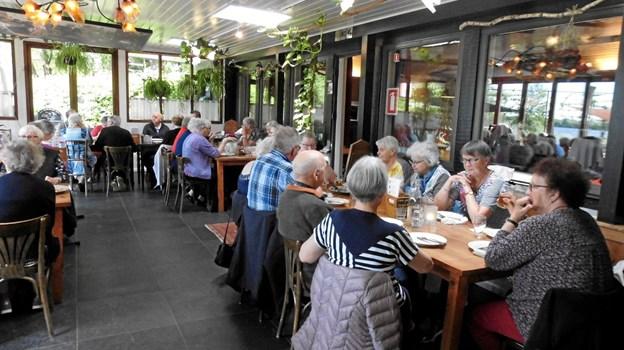 Pandekager spises i Pandekagehuset ved Kvie Sø. Privatfoto