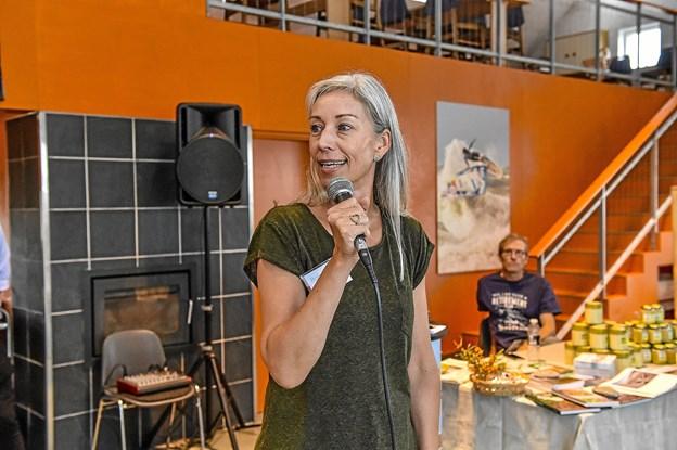 Indretningskonsulent og indehaver af boligstil.dk Anita Wodstrup Madsen fortalte om lækrere indretningen af fritidsboligen. Foto: Ole Iversen