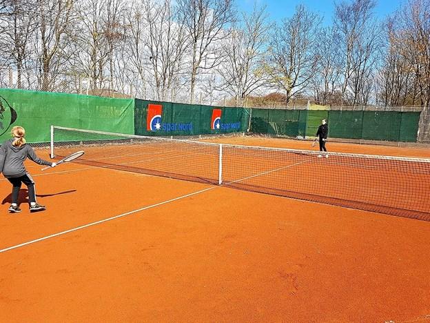 Tennisanlægget i Svenstrup bliver flittigt brugt. Foto: Karl Erik Hansen