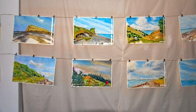 Malerier - og som her: akvareller - udstilles både i hovedgadens butikker og i det gamle Garant. Foto: Mogens Lynge Mogens Lynge