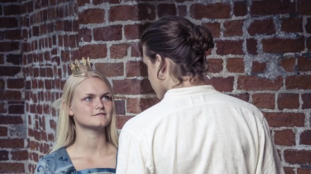 Prinsesse Miamaja og prins Valentin vil så gerne have hinanden - og mon ikke, det med lidt hjælp fra slotsnisserne - også lykkes i Morskabs-Theatrets udgave af Jul på Slottet. PR-foto