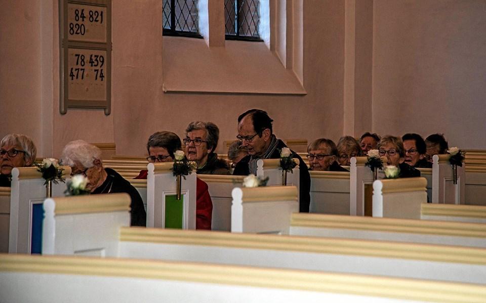 Det startede mandag morgen med morgensang og bøn i kirken. Foto: Mogens Lynge