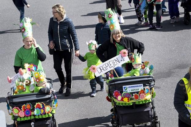 Blomster var tema, og det var tydeligt at se på de flot pyntede barnevogne. Foto:  Laura Guldhammer
