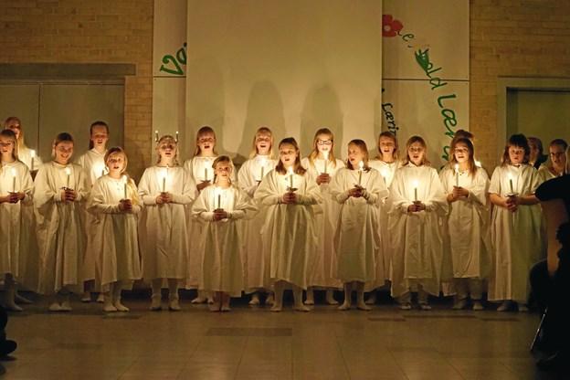 Aftenen sluttede stemningsfuldt med at pigerne fra Skæve-Hørby kirkekor gik Lucia.