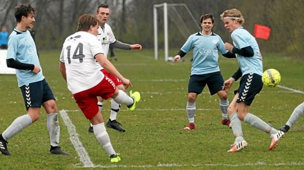 Hals fik udlignet til 1-1 i det 23. minut. Benjamin Sørensen flugtede flot bolden i mål. Foto: Allan Mortensen Allan Mortensen