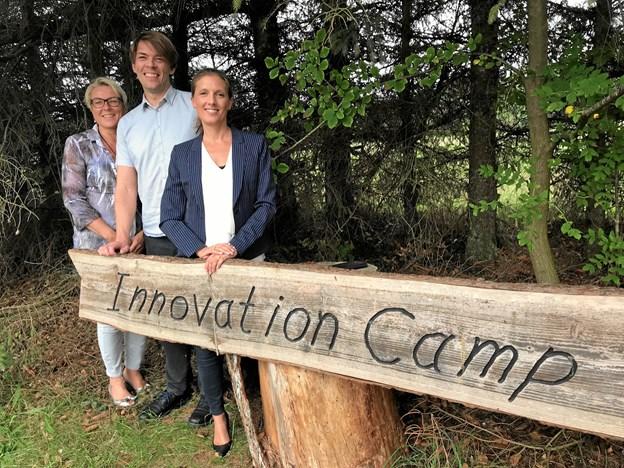 Christine Lunde, direktør i MARCOD, ses her sammen med to af deltagerne i det ambitiøse træningsforløb, nemlig Lars Stoustrup, teknisk direktør i Frugal Technologies ApS og Louise Gyllich, CEO i Dana Seals A/S.