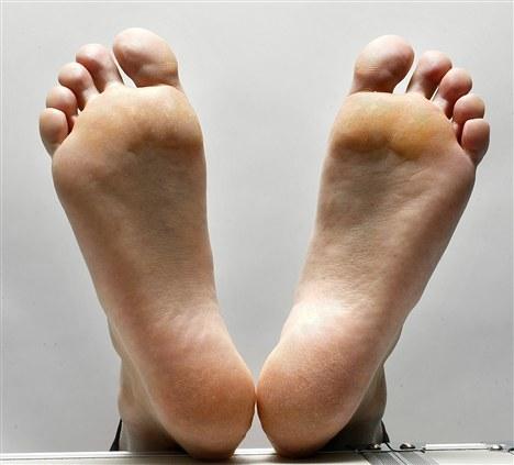 fødder der lugter