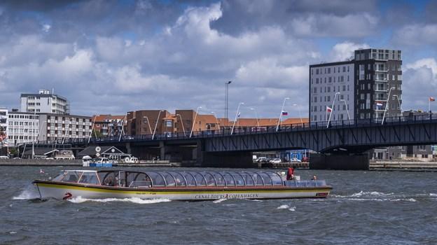 Shuttlen - som i denne uge hedder aalborg:nu - mellem Obels Kanal og Gummikajen sejler normalt i Nyhavn. Foto: Lasse Sand