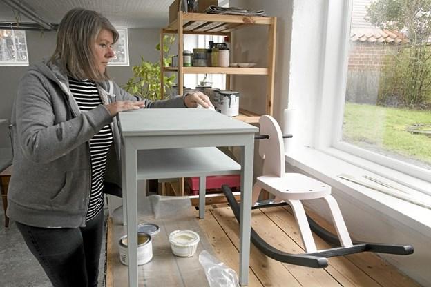 Dorthe Jøker giver gamle møbler nyt liv. Foto: Anne Mette Welling Anne Mette Welling
