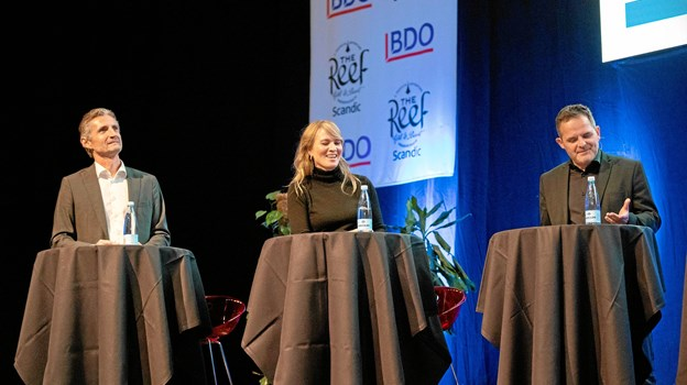 De tre paneldeltagere skulle give gode råd til 'Berit' og 'Preben,' som blev dæknavnene for personerne i dilemmaerne, som handlede om alt lige fra, om man behøver dele sin arbejdsplads' opslag på Facebook og Linkedin, om man kan 'tvinge' sine udenlandske ansatte til at tale dansk, og om man kan flirte og modtage gaver fra en kunde.