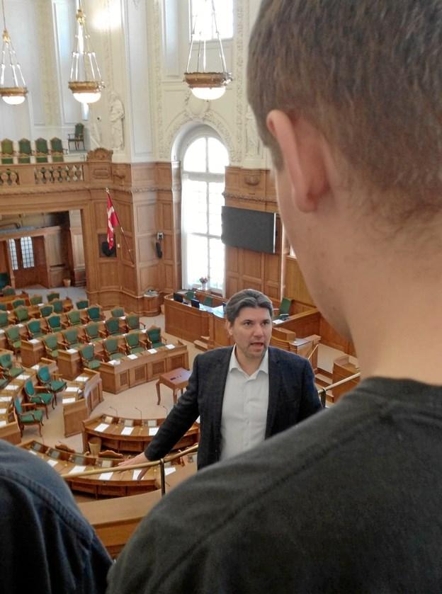 Folketingmedlem Mads Fuglede (V) fortæller om arbejdet i Folketinget. Privatfoto