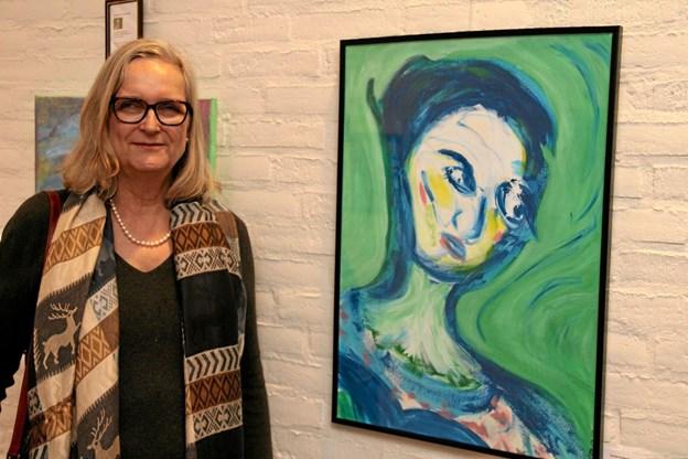 Kunstmaler og storyteller Connie Anette Nordholt fra Frøstrup udstiller portrætfortolkninger som tema. Foto: Flemming Dahl Jensen Flemming Dahl Jensen