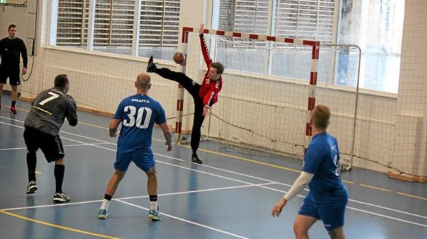 Kristian Jakobsen med nummer 7, scorer her et af sine 10 mål. Foto: Flemming Dahl Jensen Flemming Dahl Jensen