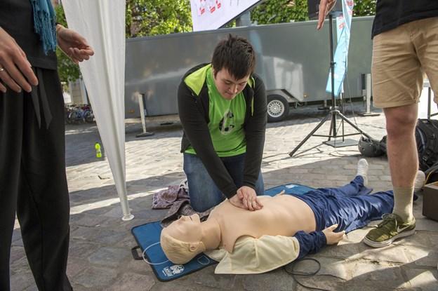 Det er livsvigtigt, at de, der bliver vidner til et hjertestop, tør træde til. Arkivfoto