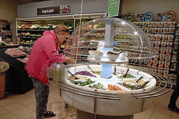 Som de øvrige SPAR butikker, så har også SPAR Tilsted også fået salatbar. Foto: Ole Iversen Ole Iversen