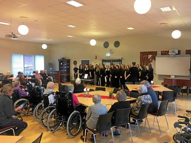 I alt nåede pigekoret under årets juleturné at give syv koncerter rundt om i Mariagerfjord Kommune. Privatfoto