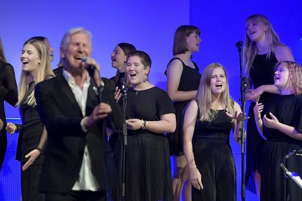 Onsdagens koncerter var en kæmpe oplevelse, fortæller Sara Leer Jørgensen (til venstre i midten) og Emma Veggerby (til højre) Foto: Bente Poder