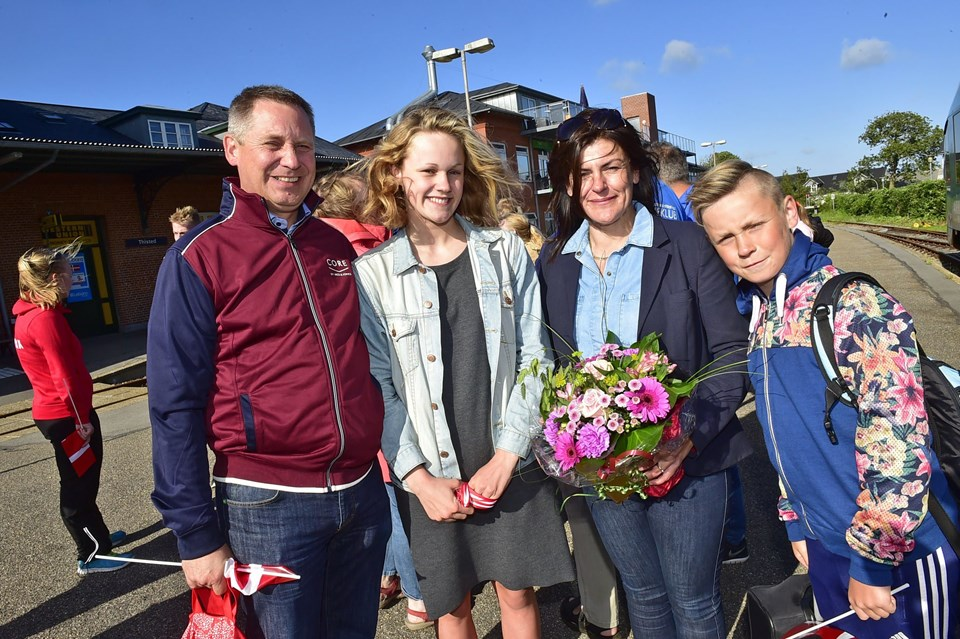 Katrine Bukh Villesen sammen med far, mor og lillebror. Foto: Ole Iversen