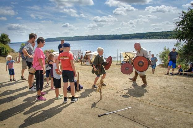 """Vikingen her havde fast arbejde med igen og igen at lade sig lod """"slå ihjel"""" af de udfordrende børnekrigere."""