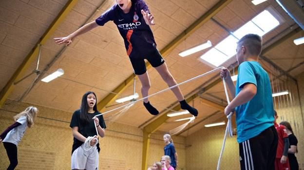 6. klasserne slog sig også løs på trampolindugen. Foto: Hans Ravn