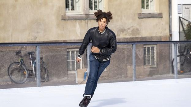 Der er fart over feltet, når Lucas Lundbitsch giver den fuld skrue på skøjterne, og man fristes næsten til at sige, at det er en hårrejsende oplevelse. Foto: Laura Guldhammer