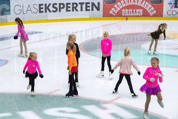 25 børn og unge i alderen fra fem til 19 år er på isen denne uge.Foto: Kim Dahl Hansen