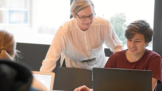 Rektor Anette Skovlykke Nielsen opfordrer kraftigt til, at interesserede  unge griber chancen for en personlig rundvisning på Tradium Mariagerfjord. Privatfoto