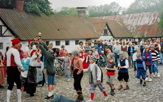 Skolebørn var med til at fejre Hjørrings 750 års købstadsjubilæum for 25 år siden ...
