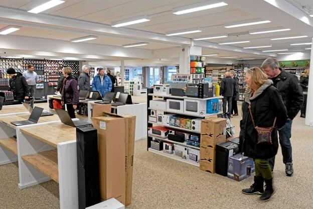 Den store butik er flot indrettet med en afdeling til computere og andet IT-tilbehør. Foto: Niels Helver Niels Helver