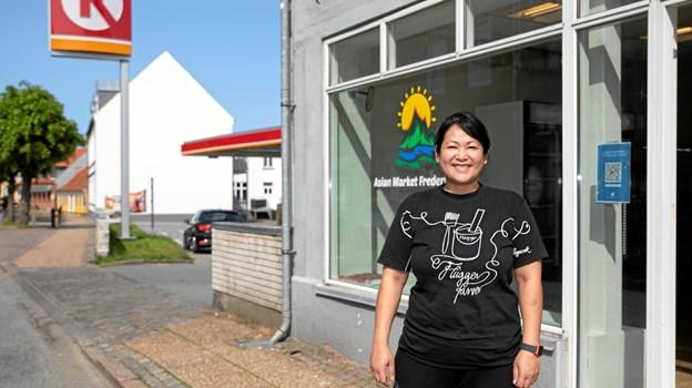 """Kanitta Nielsen har netop åbnet """"Asian Market Frederikshavn"""" i Danmarksgade. MICHAEL MADSEN  OCTOMEDIA"""