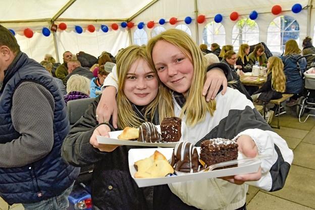 Julie Borggaard (tv) og Emilie Kristensen følte sig i kage-himmerige. Foto: Ole Iversen Ole Iversen