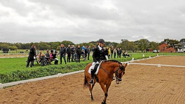 Der er altid flot opbakning, når Dronninglund Rideklub afholder stævner. Det gjaldt også søndagens elevstævne. Foto: Jørgen Ingvardsen