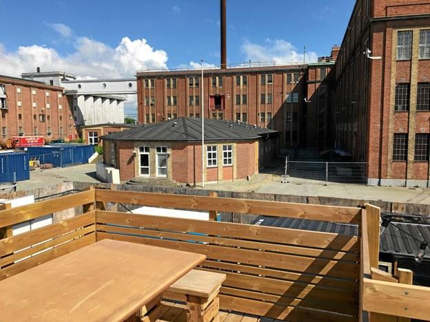 Det er bygningen og området her, som BoxTown kan bruge resten af sæsonen. Privatfoto