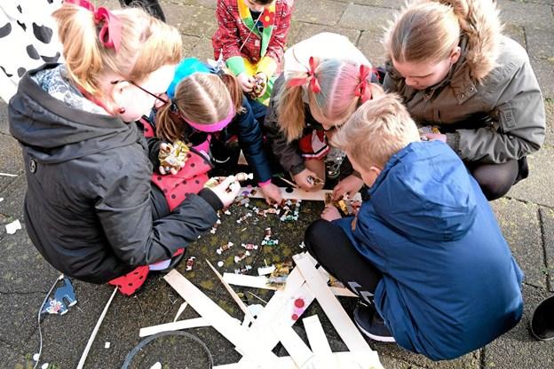 I tønden var der både vingummibamser og karameller. Foto: Niels Helver Niels Helver