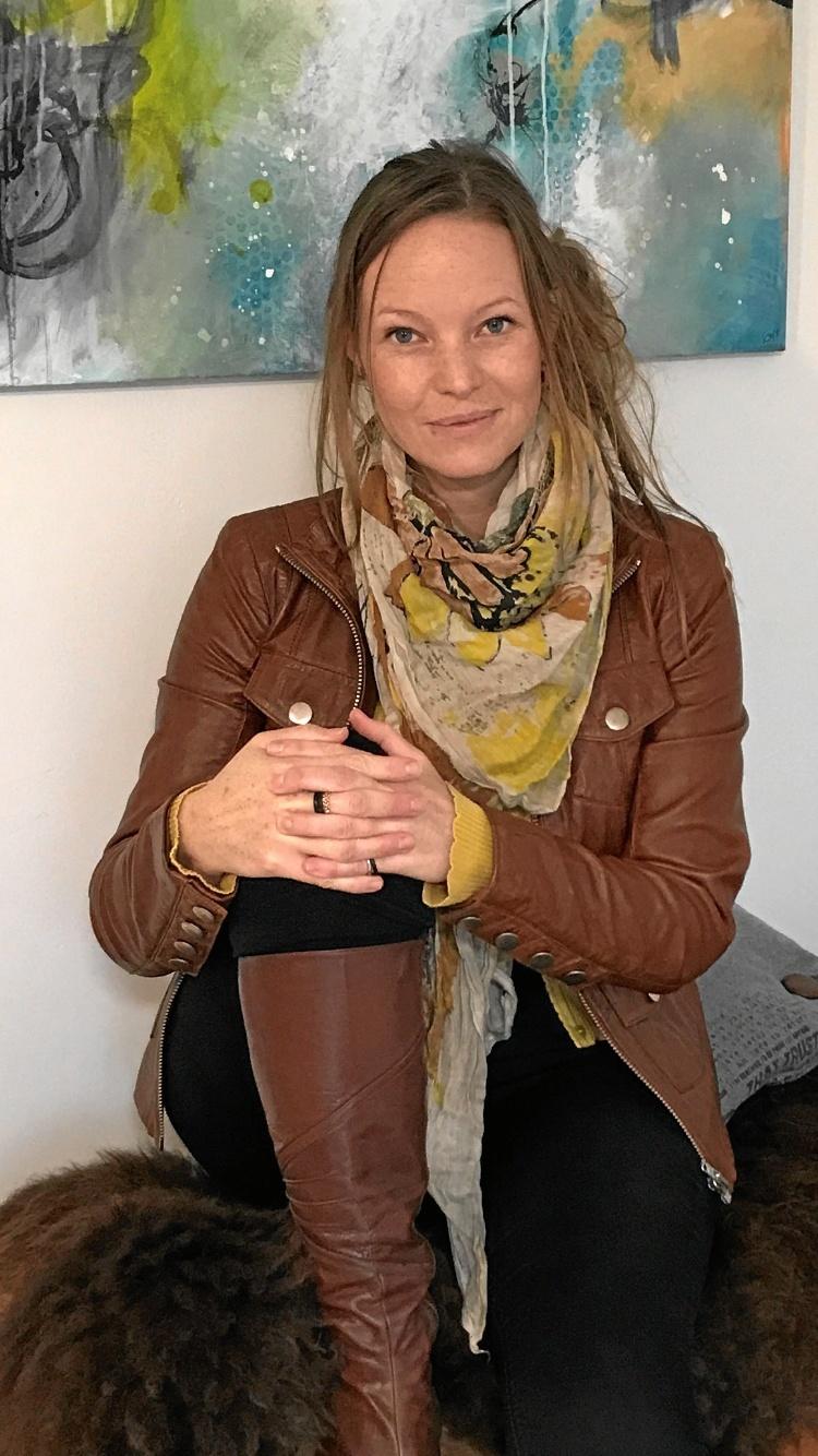 Gitte Overballe Møller - udstiller frem til nytår i Mariagerfjord Golfcenter. Privatfoto