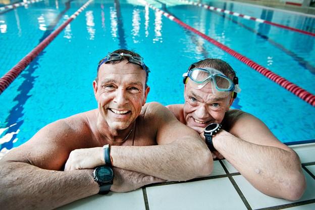 Svømmerne Anders Vestergaard og Per Kristensen (til højre) vil svømme over Skagerrak.Arkivfoto: Hans Ravn