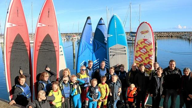 SUP-Sæbys 70 medlemmer sprænger rammerne på havnen og flytter nu træningen til stranden ved Sæby Søbad Foto: Tommy Thomsen