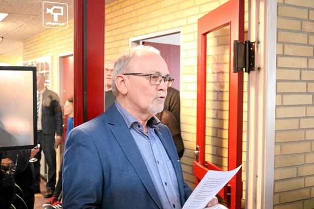 Formand Egon Bech fremhævede at hallen selv efter 40 års brug stadig står pæn og velholdt som han gav halinspektøren æren for. Foto: Tommy Thomsen Tommy Thomsen