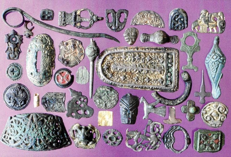 Beviserne på at området har haft en høj status i yngre jernalder og vikingetid er de mange forskellige effekter, som Vendsyssel Historiske Museum fandt under deres udgravninger i 1990'erne.Foto: Ole Torp