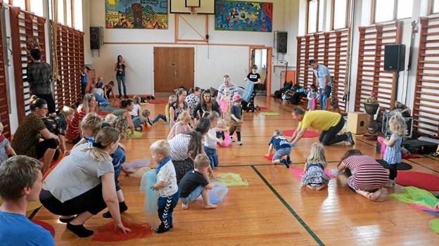 50 børn og voksne deltog i Børnenes Grundlovsdag med legestuen Spiren. Privatfoto