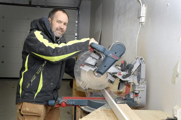 Det kun to et halvt år gamle byggefirma er vokset støt siden den spæde begyndelse.  Foto: Bente Poder