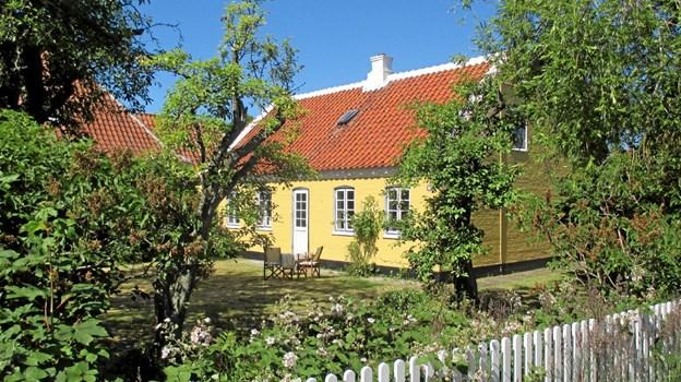 Familien Nørspang var de sidste faste beboere på Søndervej 11. De købte huset i 1960 af skibsfører Chr. Bindslev. Svend Nørspang var tømrersvend og minkfarmer. Han døde i 1993. Lisbeth Nørspang var en skattet servitrice og bartenderske på mange af byens hoteller og på Linje 74. Hun serverede indbagte hummerhaler for præsident Kosygin, da han i 1971 besøgte statsminister Jens Otto Krag og Helle Virkner i Skiveren. Lisbeth døde i 2001. Den smukke have leverer stadig adskillige rummeter gråpærer til Søndervej. LOKALHISTORISK ARKIV SKAGEN