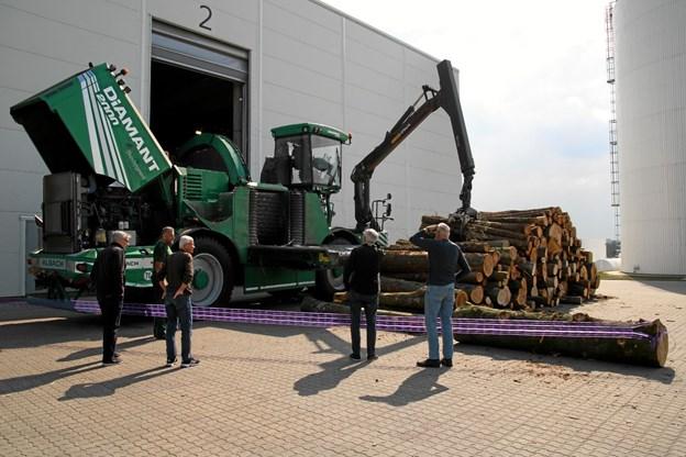 Maskinen vejer 32 tons.